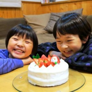 画像1: スポンジケーキ風のパンとホイップクリーム【卵・乳アレルギー対応】 (1)