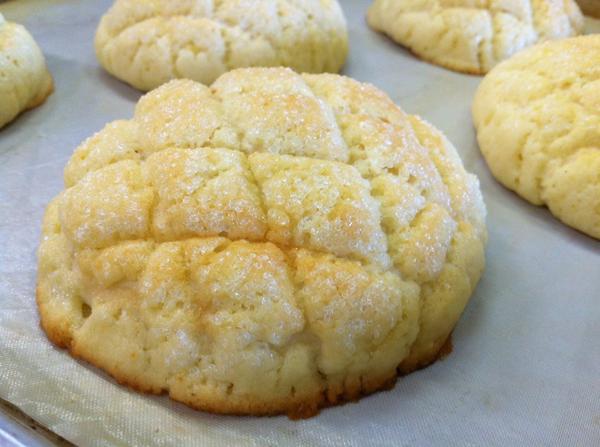 メロンパンとミニメロンパンのクッキー生地に使っています。