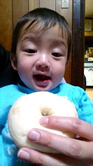 食物アレルギーのある三男(1歳)がパンを食べれるなんて凄く感激ですヽ(*´∀`)ノ