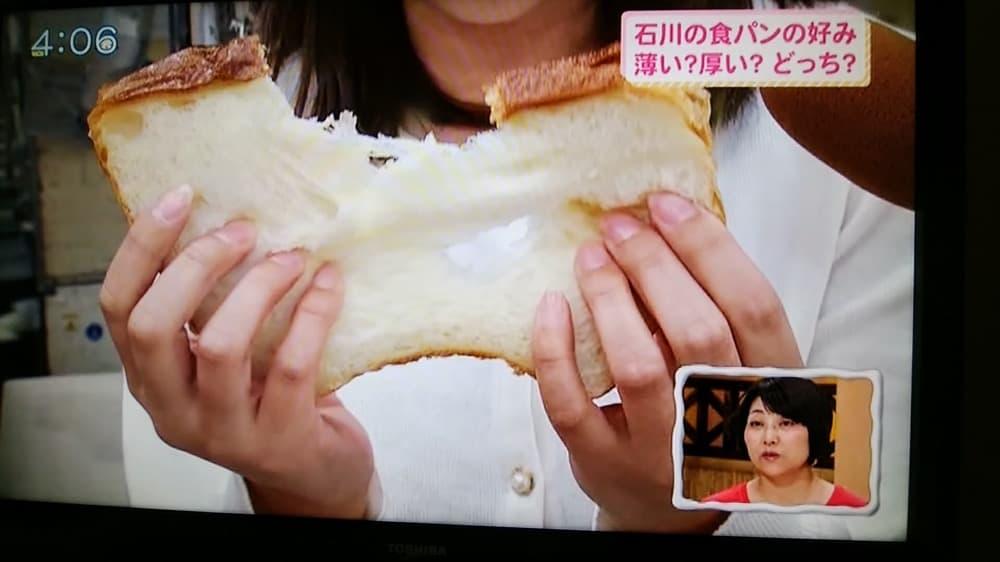 焼きたての食パン、スライスせずにそのまま食べるのって、これ以上の贅沢はありません!