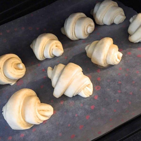 画像1: 冷凍シュガークロワッサン成型生地 (8個入り)【卵・乳アレルギー対応】 (1)