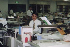 13年前の店チョ スーツ着てるじゃないっすか!