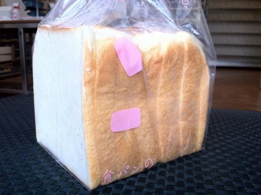当店の看板商品、tonton食パン。これで1斤です。
