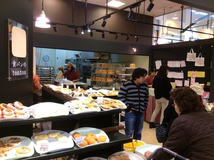 当店の実店舗「食パンのtonton」のパンは卵・乳不使用のパン。