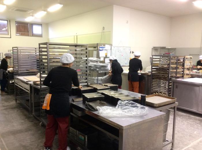 ネット販売・スーパーさんでの販売のパンは卵・乳製品を一切持ち込まない、アレルギー専用のパン工場で製造しています