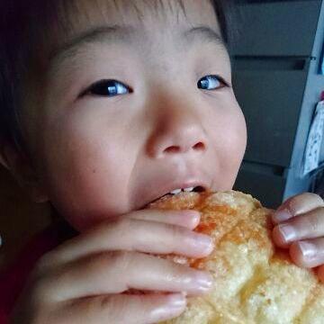 何にしよう?と悩みながら選ぶ姿‥‥自分で好きなパンを選べる幸せ。