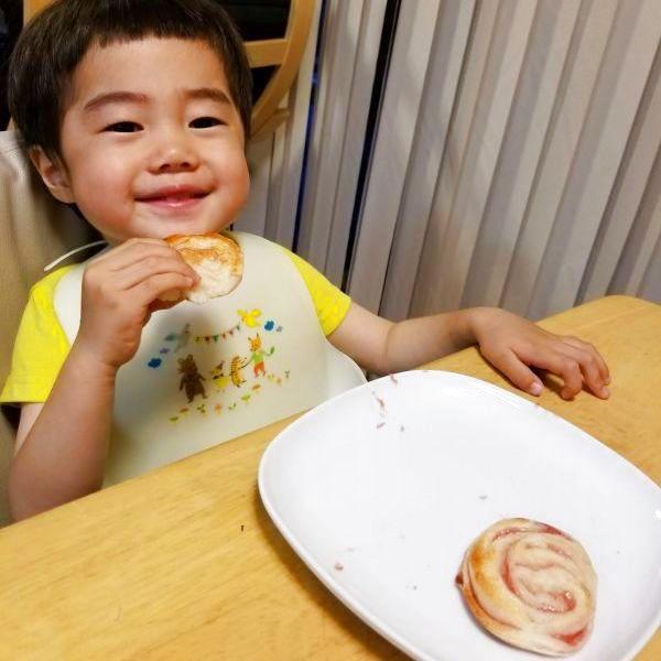 菓子パンや惣菜パンは、アナフィラキシーショックを起こすので、自分は食べられないと幼いながらに良く解っていた息子