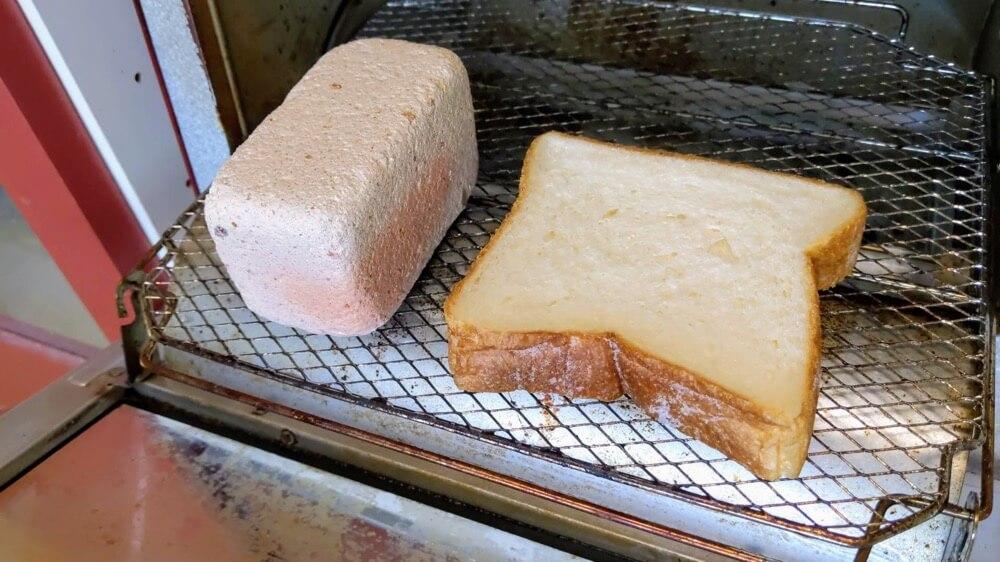今話題のトーストスチーマーもどきを使って、食パンが美味しくなるか試してみました