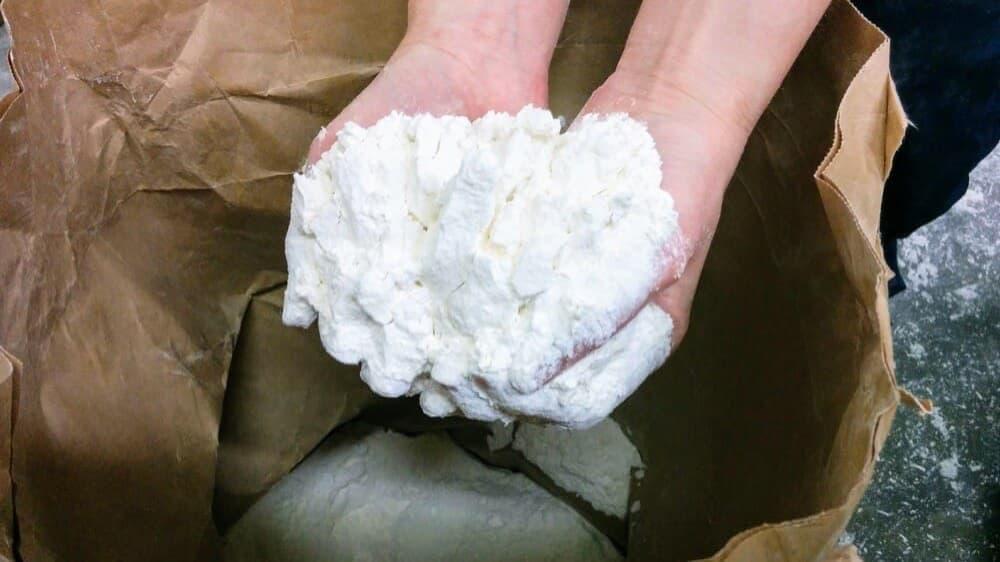安全・安心のために。全商品、カナダ産小麦から国産小麦に切り替えました