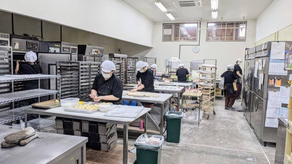 卵・乳・ナッツ類を一切持ち込まないアレルギー専用のパン工場で製造