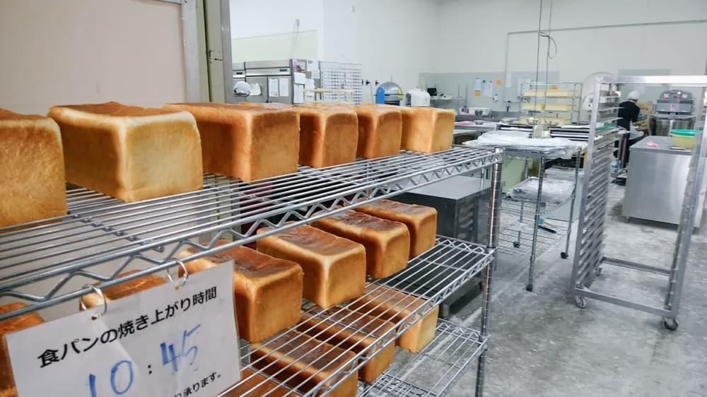 3.特殊な製法で、添加物に頼らなくてもふわふわのパン