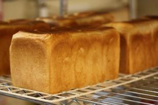 一番のおすすめ商品は、もちろん、tonton食パン。