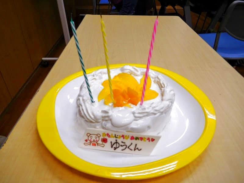 初めて自分でワンホールのケーキを作れてご満悦でした!