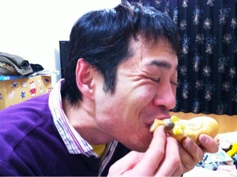 シチューをコッペパンに挟んで食べました〜