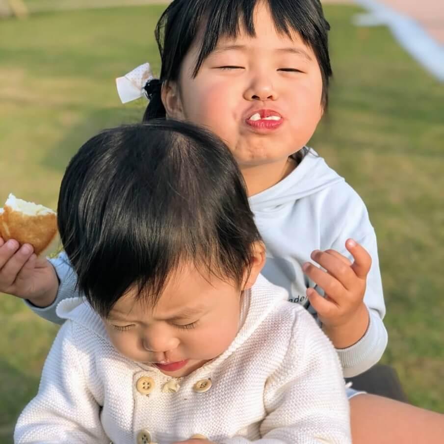 小さなパンが何種類もお皿に盛ってあると、食が細い子供たちもたくさん食べてくれます。